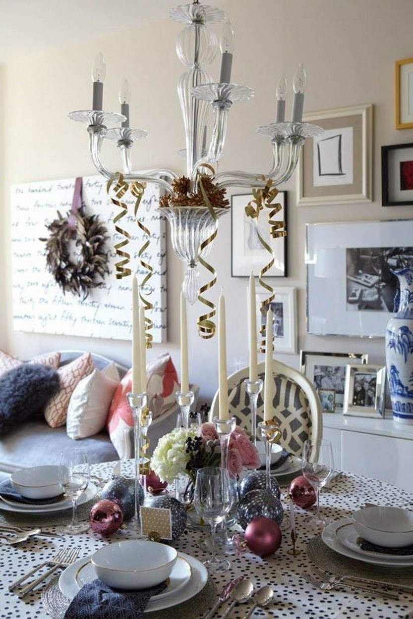 40 Eye-Catching Christmas Table Decorations For A Festive
