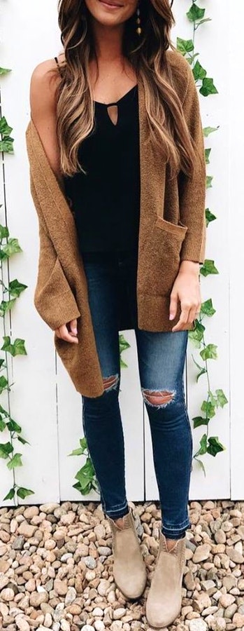 ee2abd14da4  1 Fashionable winter Outfit with brown cardigan and ankle boots. Pic Source