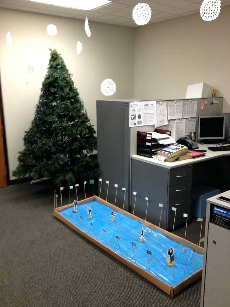 15 Office Christmas Decor Ideas For 2018 That Everyone