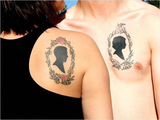 Have each others' portraits done in silhouette form.